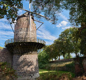 Mittelalterliche Windmühle von Zons mit blauem Himmel Lizenzfreie Stockfotos
