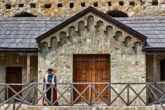 Mittelalterlicher Adlig mit Kleidung vom 14. Jahrhundert lizenzfreies stockbild
