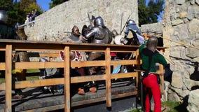 Mittelalterlicher Armeebelagerungskampf stock video