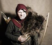 Mittelalterlicher Bogenschütze. Studioschuß lizenzfreies stockbild