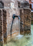 Mittelalterlicher Brunnen, Hradec Kralove, Tschechische Republik lizenzfreie stockfotos