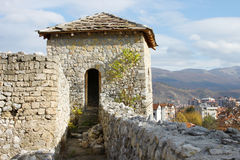Mittelalterlicher Festungskontrollturm stockfotos