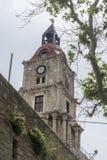 Mittelalterlicher Glockenturm Roloi in der Festung von Rhodos Lizenzfreie Stockfotografie