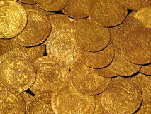 Mittelalterlicher Goldmünze-Schatz stockfotos