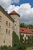 Mittelalterlicher Kontrollturm und altes Schloss, Pieskowa Skala Stockfotos