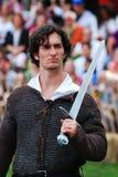 Mittelalterlicher Mann mit Klinge Stockfotos