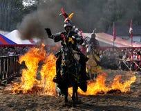 Mittelalterlicher Ritter auf zu Pferde Stockbild