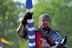 Mittelalterlicher Ritter auf zu Pferde Lizenzfreie Stockfotografie