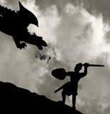 Mittelalterlicher Ritter, der den Drachen kämpft Lizenzfreie Stockbilder