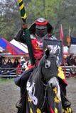 Mittelalterlicher Ritter zu Pferd Lizenzfreies Stockbild