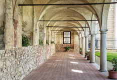 Mittelalterlicher Säulengangkorridor an Telc-Schloss, Tschechische Republik Lizenzfreie Stockbilder