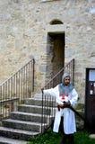 Mittelalterlicher suchender Mann, der während eines langen Krieges lebt Lizenzfreie Stockfotografie