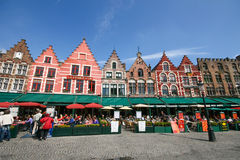 Mittelalterliches Arthaus um Brügge-Marktquadrat Lizenzfreie Stockfotografie
