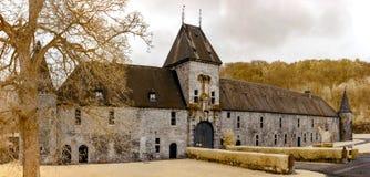 Mittelalterliches belgisches Schloss in der Infrarotansicht, Spontin Lizenzfreie Stockfotos