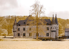 Mittelalterliches belgisches Schloss in der Infrarotansicht, Spontin Stockbild
