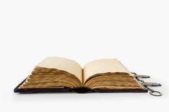 Mittelalterliches Buch mit Kette Lizenzfreie Stockbilder