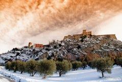 Mittelalterliches Dorf am Sonnenuntergang lizenzfreies stockfoto