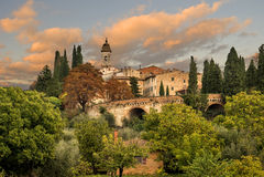 Mittelalterliches Dorf in Toskana Stockfoto
