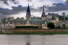 Mittelalterliches Gebäude entlang der Loire in Blois Stockbilder