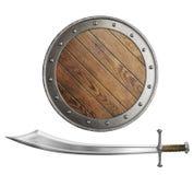 Mittelalterliches hölzernes Schild und Klinge oder Säbel lokalisiert Stockbild