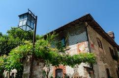 Mittelalterliches Haus und Lampe Stockbild