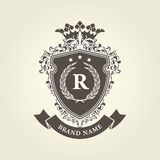 Mittelalterliches königliches Wappen - Schild mit Krone Stockfotografie