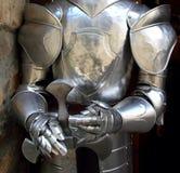 Mittelalterliches Kriegersoldat-Metallschützende Abnutzung stockbild