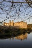 Mittelalterliches Leeds Castle in der Winter-Abend-Leuchte Stockfotografie