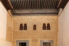Mittelalterliches maurisches Schloss Alhambra Palaces und der Touristen in Granada, Andalusien, Spanien Lizenzfreie Stockfotografie