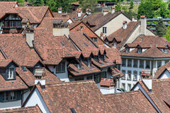 Mittelalterliches mit Ziegeln gedecktes Dach Alte Tilingsbeschaffenheit Bern, die Schweiz Stockfotografie