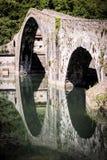 Mittelalterliches Ponte-della Maddalena über dem Serchio Stockfotografie