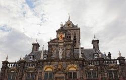 Mittelalterliches Rathaus in Delft Stockbild