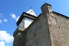 Mittelalterliches Schloss gegen den Himmel Stockfotos
