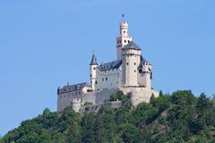 Mittelalterliches Schloss Marksburg auf einem Hügel Stockbilder