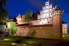 Mittelalterliches Schloss nachts Stockfotografie