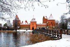 Mittelalterliches Schloss Trakai im Winter stockfoto