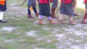 Mittelalterliches Soldatmarschieren stock video footage