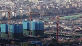 Mittelgroße chinesische Stadt Kunming im Bau stock footage