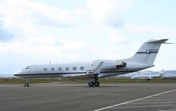Mittelgroße Geschäftsflugzeuge Stockbilder