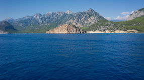 Mittelmeer und Berg Antalya die Türkei Stockbild