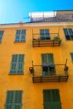 Mittelmeerfaçades, Nizza stockfotos