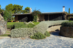 Mittelmeerhaus und Garten in Spanien Lizenzfreies Stockbild