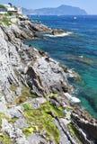 Mittelmeerküstenlinie in Genua Nervi Lizenzfreie Stockfotos