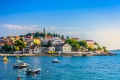 Mittelmeerlandschaft in Primosten, Dalmatien-Region Lizenzfreie Stockbilder