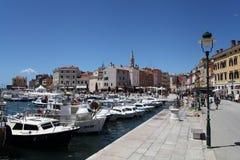 Mittelmeerstadt Rovinj, Kroatien, der Hafen Stockfotografie