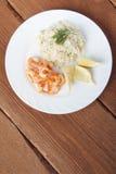 Mittelmeerteller von Garnelen mit Reis Stockfotografie