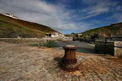Mittelpfosten-Bucht Cornwall Stockbilder