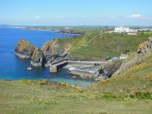 Mittelpfosten-Bucht, Cornwall stockbilder