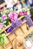 Mittelstück mit Blumen Stockfotos