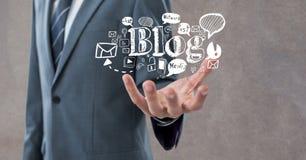 Mittelteil des Geschäftsmannes Bloggraphiken halten Stockbild